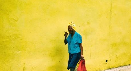 Lady with cigar, Havana, Iain Clark