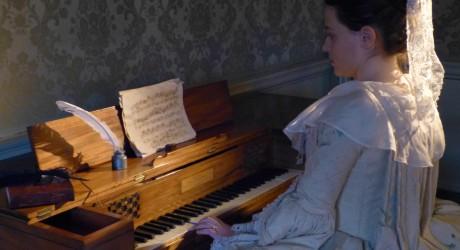 Anna Klavier 1 - credit Clare McNeill