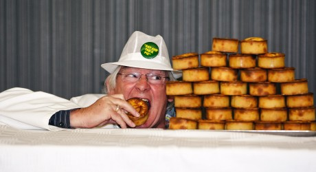 Jim Leishman judges Scotch Pie Club Awards