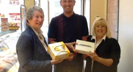 Thos Auld & Sons Ltd - Fiona Phillips (Aulds), Joan Laird (Winner) & Carol Hak (Scottish Bakers)