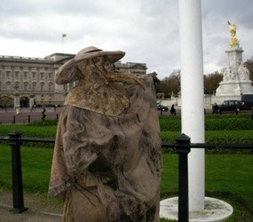 32257_Frank-To-as-Plague-Doctor-at-Buckingham-Palace-resize