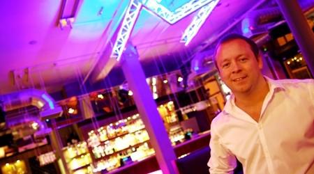 Darren Scott in Metropolitan