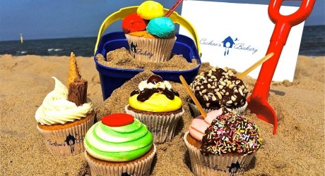 Cupcakes at the beach