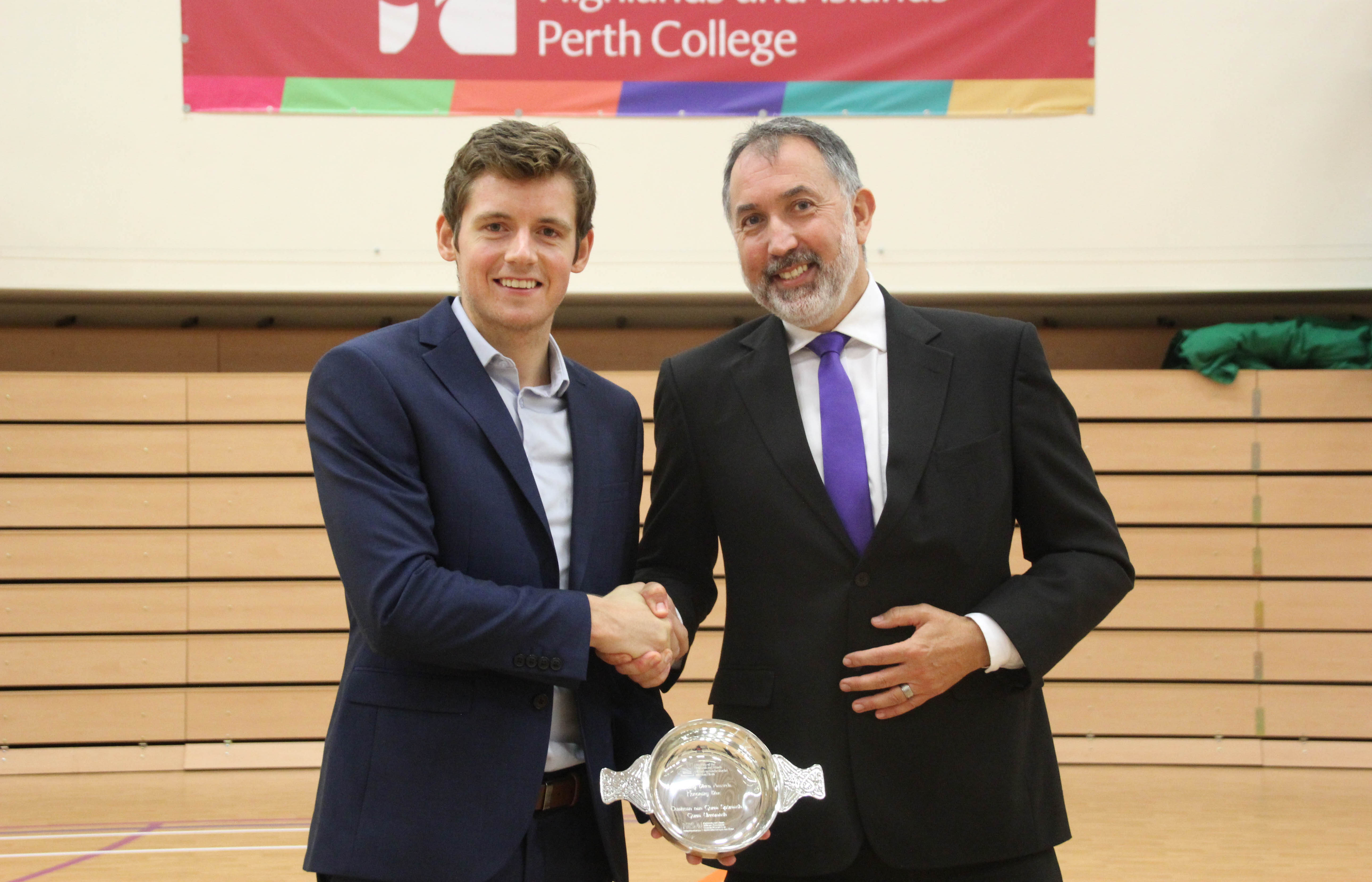 Media release: Squash player presented with university award